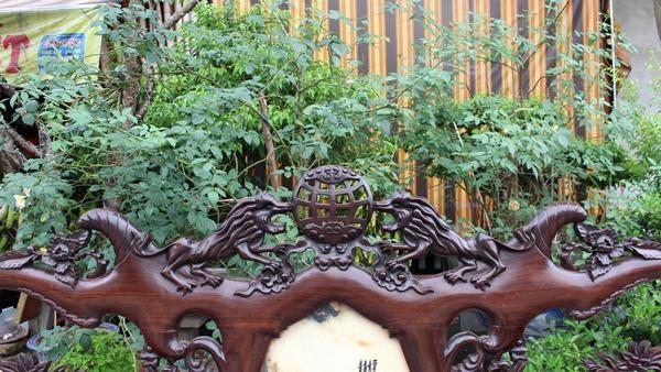 Trường kỷ đẹp gỗ gụ - Đục nhị sư vờn cầu