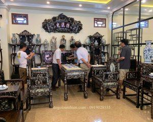 Khách hàng Nghệ An xem đồ gỗ